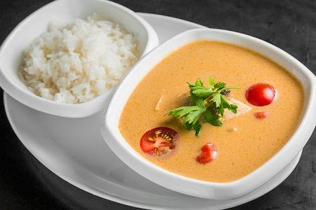 Суп Том-ям с креветками и паровым рисом