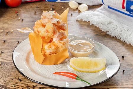 Креветки в легкой панировке с соусом халапеньо