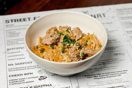 Рис с индейкой соусом чили