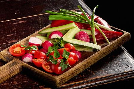 Доска свежих овощей