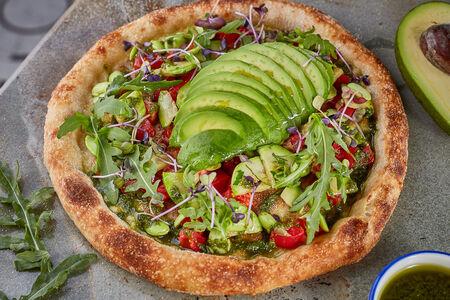 Пицца Авокадо, эдамамэ и томаты