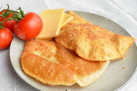Чебурек с сыром, томатом и зеленью