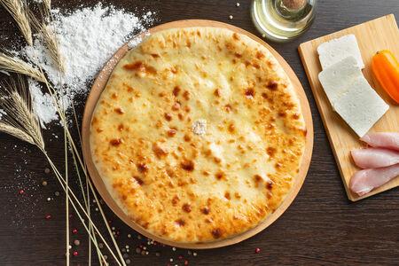 Осетинский пирог с куриным филе и сыром