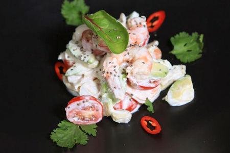 Салат с морепродуктами в кокосовой заправке