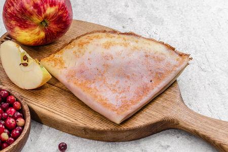 Блины с клюквенно-яблочной начинкой