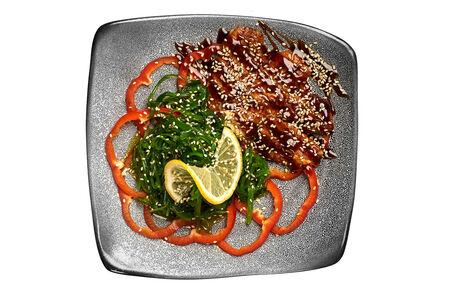 Салат с копчёным угрём