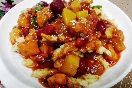 Курица с фруктами в кисло-сладком соусе