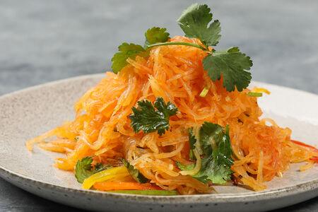 Салат острый с картофелем и зеленью