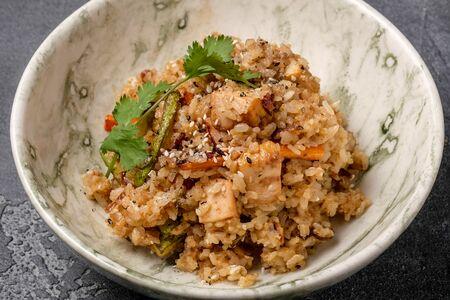 Китайский рис с цыплёнком и овощами