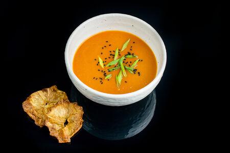 Суп Томатный с чипсами из сельдерея