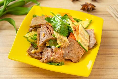 Салат из говядины с огурцом