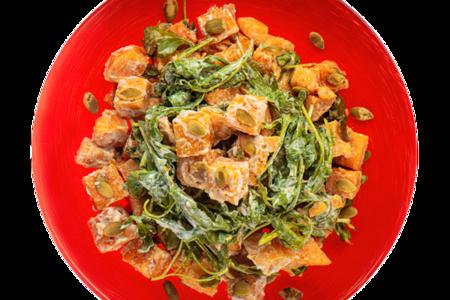 Салат из тыквы с соусом из козьего сыра