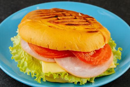 Сэндвич Панини с ветчиной и сыром