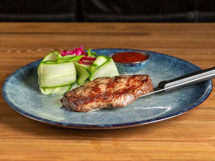 Мраморный говяжий стейк