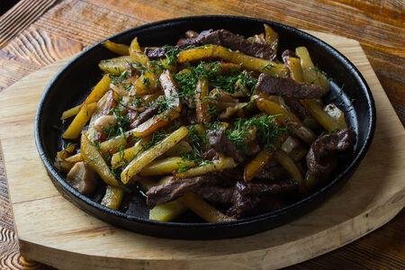 Жареный картофель с говядиной