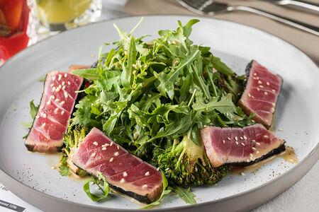 Салат с обжаренным тунцом