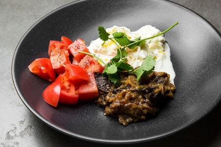 Салат Страчателла с томатами и баклажаном