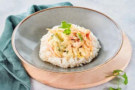 Цыпленок в сливочном соусе с рисом