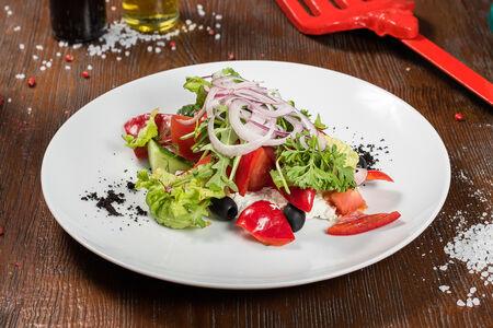Салат Овощной микс с мягким сыром
