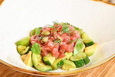 Тартар из тунца с пюре из авокадо