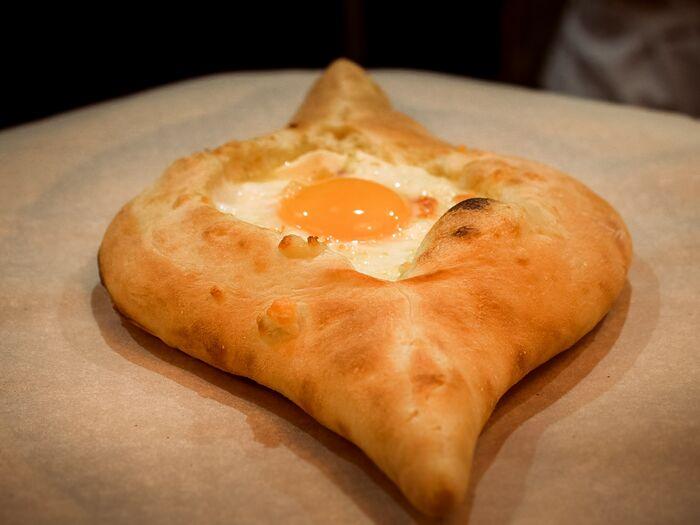 Лодочка с сыром и яйцом