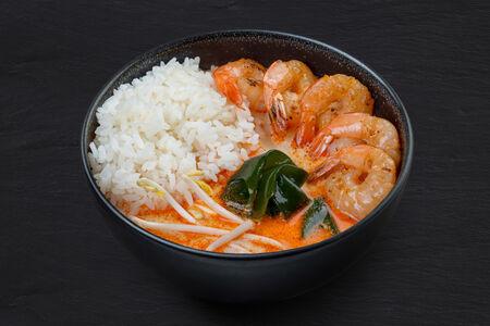 Том-ям с креветками и рисом