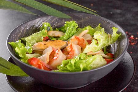 Менамский салат с морепродуктами