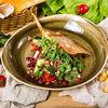 Фото к позиции меню Салат по-грузински из свежих овощей с орехами