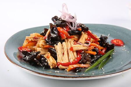 Салат из соевой спаржи с грибами Муэр