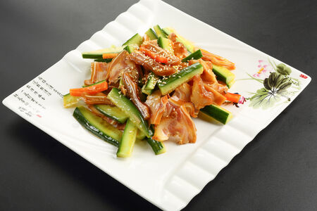 Салат из свиных ушек со свежим огурцом