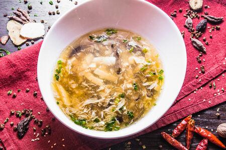 Кисло-острый суп с кальмарами