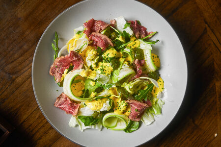 Салат Зеленый салат с ростбифом