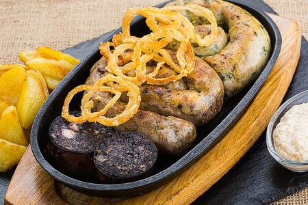 Ассорти из домашних колбас
