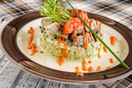 Шотландский салат с копчёной цесаркой