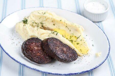 Кровяная колбаса с чесночным картофельным пюре