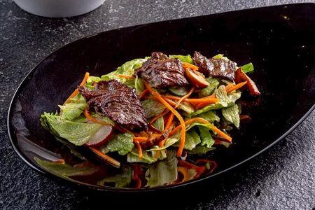 Тёплый салат с говяжьей вырезкой