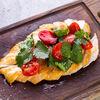 Фото к позиции меню Тальятта из курицы с томатами, черри и кинзой