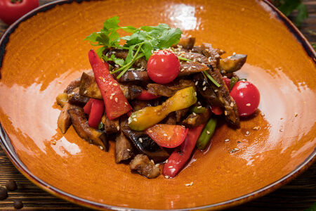Язык с овощами