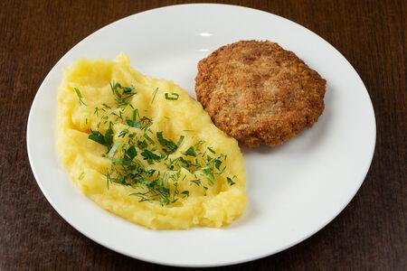 Котлета из щуки с картофельным пюре