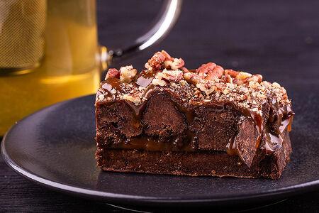 Брауни с карамелью и шоколадом
