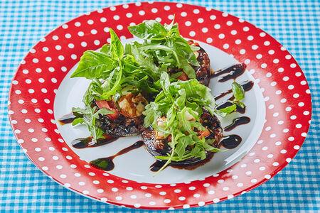 Печеные баклажаны в аджике с моцареллой и помидорами