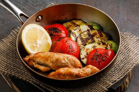 Куриное филе с овощами на гриле