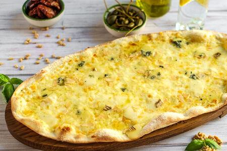 Пицца Четыре сыра и миндаль