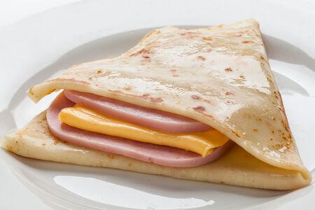 Блин с ветчиной и тостовым сыром
