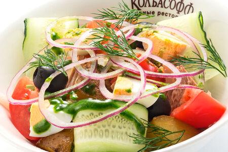 Салат с тунцом картофелем и овощами