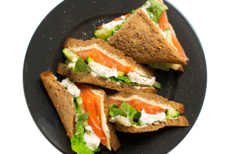 Клаб сэндвич с семгой и сыром