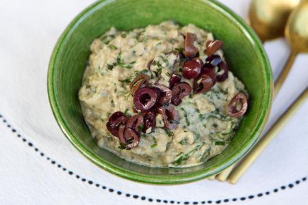 Печёные баклажаны <<бабагануш>> с маслинами