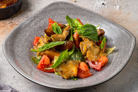 Салат с рапанами и хурмой