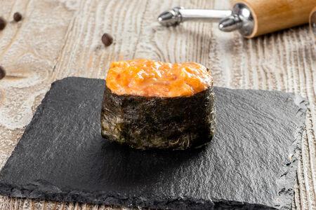 Суши с острым лососем