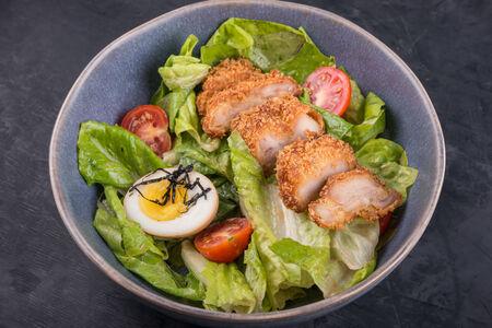 Микс-салат с хрустящим цыпленком